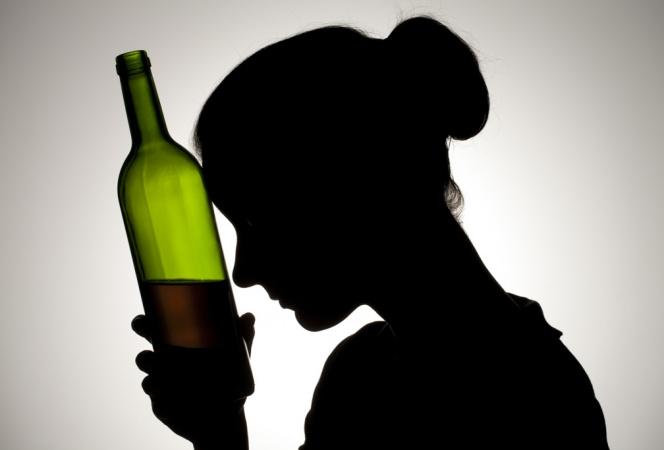 Женский алкоголизм: признаки и способы лечения